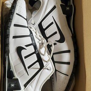 Nike ☆ Black and White ☆ Size 11.5 US